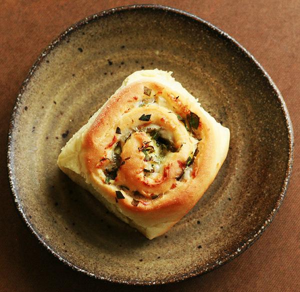 Parmesan-Cheddar & Scallion Buns
